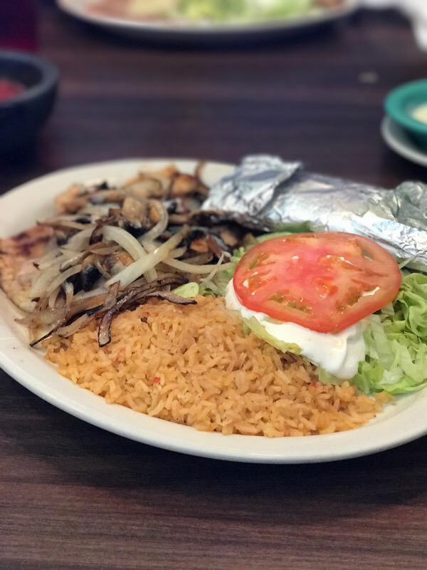 El Jinete is a Mexican restaurant in Ooltewah, Tennessee. It's owned by the same group that owns area El Metate restaurants. | Restaurant review from Chattavore.com