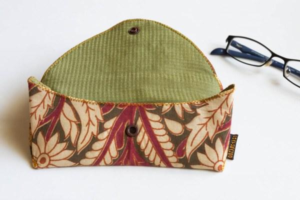 Eyeglass Case Kalamkari Pink 4 https://chaturango.com/eyeglass-and-sunglass-pouch-kalamkari-pink/