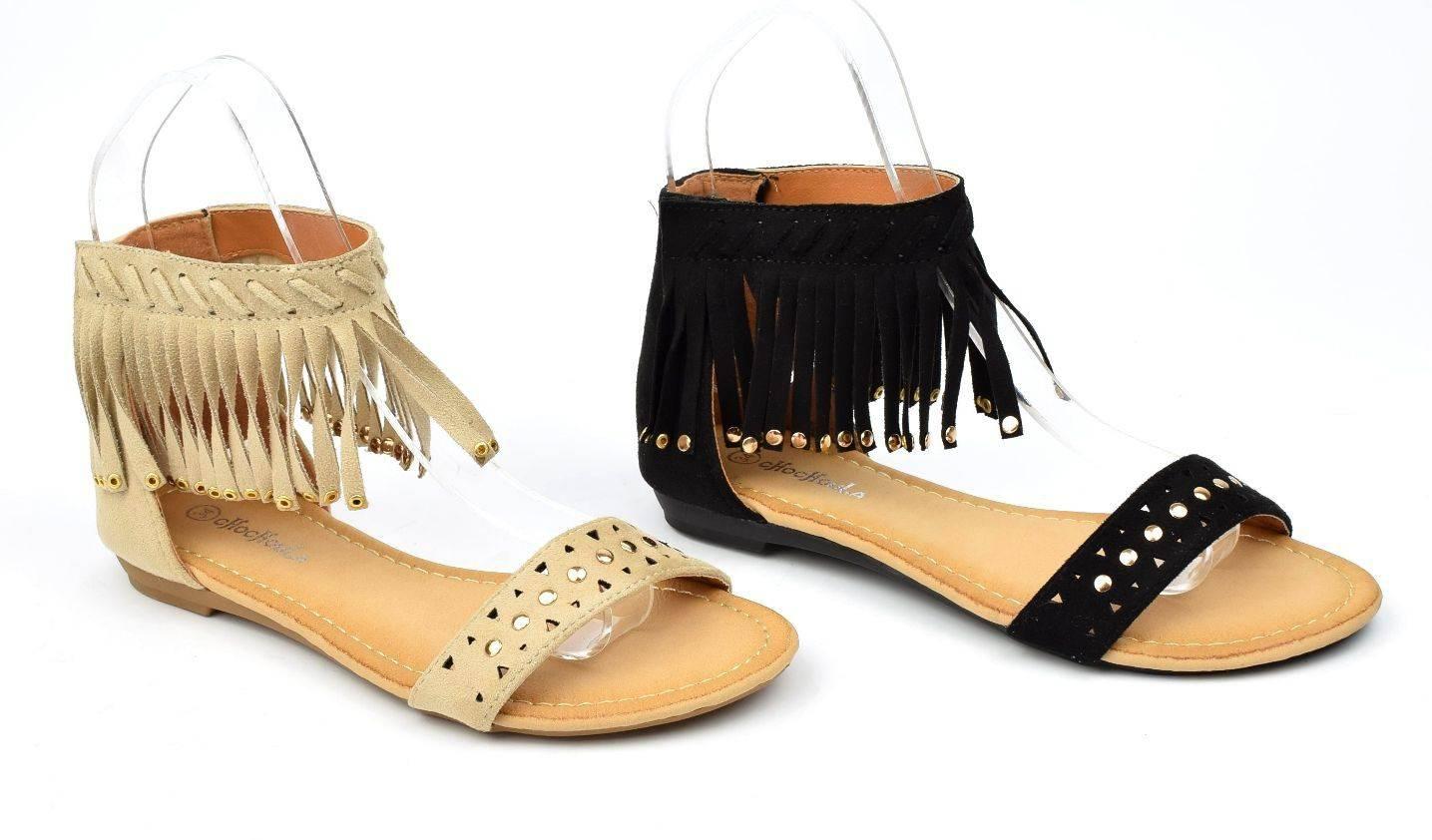 Sandales plates, aspect daim beige, franges, cloutées or