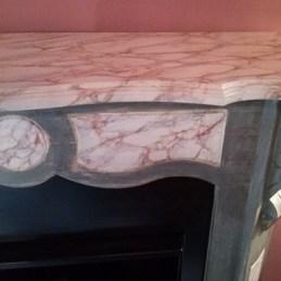 Cheminée bois après relooking avec faux marbre et patine