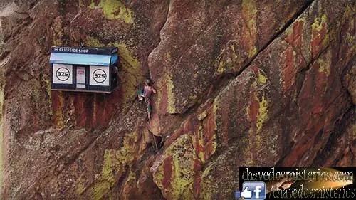 A loja de 6 por 10 pés foi montada e foi puxada até 300 pés e conectada à montanha. Os alpinistas foram recebidos com um sorriso caloroso, roupas quentes e palavras encorajadoras no caminho até o pico. Em dois dias, a loja distribuiu roupas de proteção contra intempéries para cerca de 70 alpinistas.