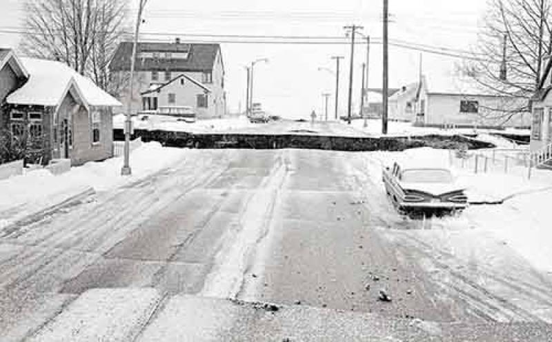 Em 30 de novembro um forte terremoto de magnitude 7 na escala Richter abalou Anchorage