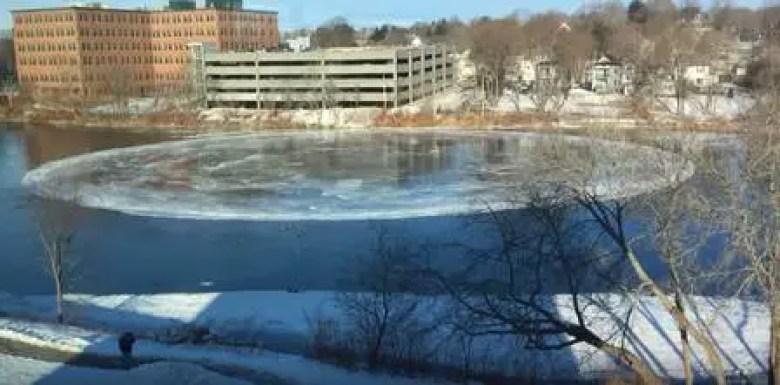Um misterioso círculo de gelo nas plantações aparece em um rio dos EUA