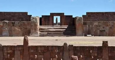 Templo Kalasasaya e o Templete Semisubterrâneo