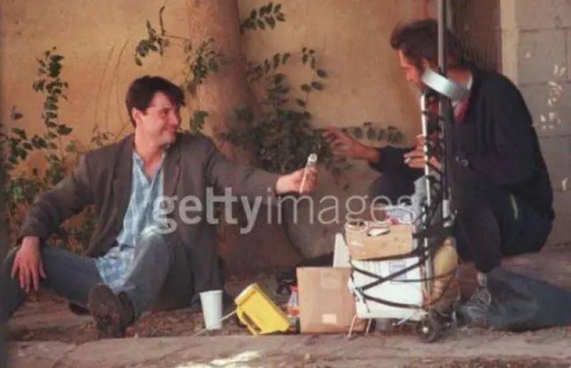 Em setembro de 1997 Keanu Reeves, que agora tem milhões de dólares, decidiu passar uma manhã em West Hollywood com um sem-teto, conversando, partilhando e tratando como igual.