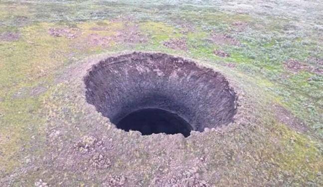 Um novo buraco gigantesco aparece na Sibéria e os cientistas estão preocupados, não revelando o que foi descoberto