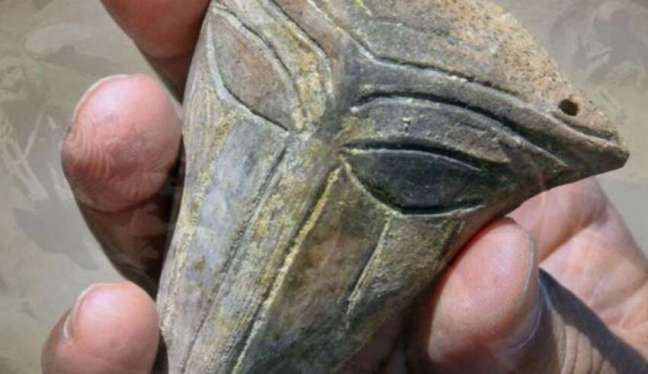 Arqueólogos encontram máscara alienígena de 6.000 anos na Bulgária
