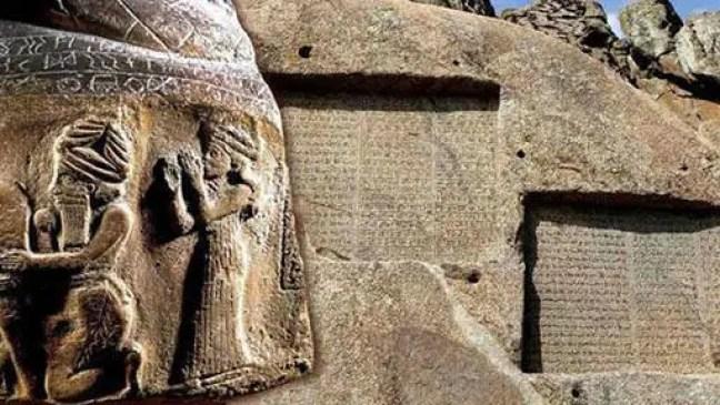 Inscrições de elamita em pedra. Crédito dw - François Desset