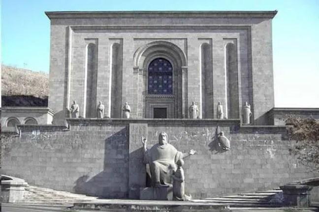 Instituto Mashtóts de investigação sobre os manuscritos antigos de Matenadaran