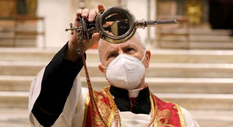 Sangue de São Januário (San Gennaro) não se liquefez: sacerdote pede ao povo que mantenha a calma!