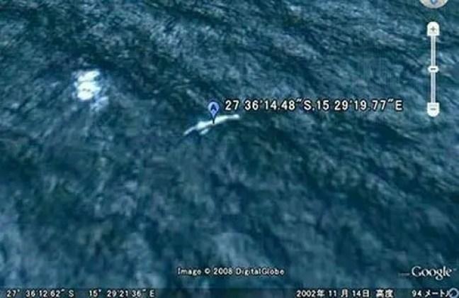 Imagem do Google Maps que parecia mostrar um desses Ningen no Atlântico Sul, próximo à costa da Namíbia.