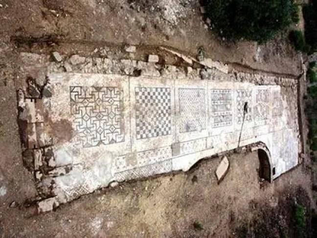 Que tipo de mosaico os antigos romanos faziam?