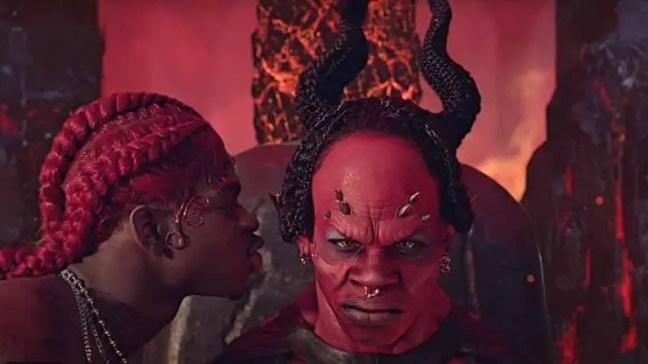 Um pacto com o diabo e quem os possui pode ter sucesso e riqueza em troca de sua alma.