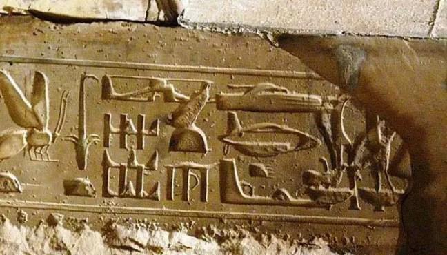 Os hieróglifos em Abydos mostram aviões e helicópteros semelhantes aos atuais.