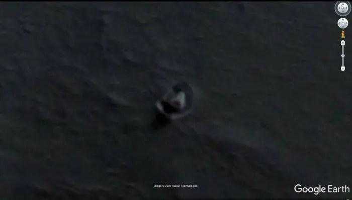 Descobriram uma nave alienígena na antártica usando o google map