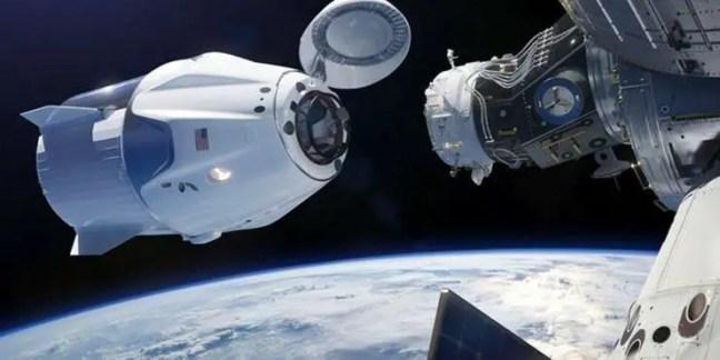 NASA reconhece que um OVNI quase atingiu o foguete SpaceX