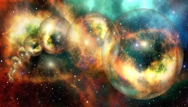 Universo paralelo ou realidade alternativa é uma realidade auto-contida em separado coexistindo com a nossa própria. Esta realidade em separado pode variar em tamanho de uma pequena região geográfica até um novo e completo universo, ou vários universos formando um multiverso.