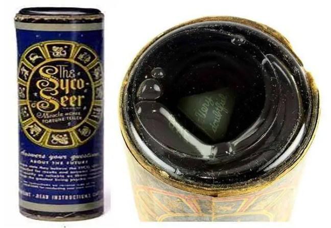 Albert Cater criou esse cilindro simples cheio de melaço e dois dados com respostas escritas em cada face que chamou de Syco-Seer.