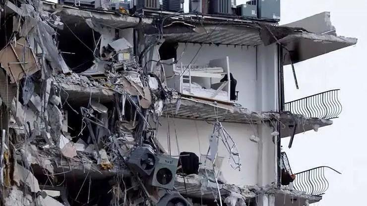 Imagem do prédio logo após o desastre.