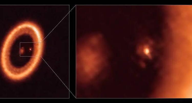 Visualizações de campo amplo e ampliação de um disco em formação de lua visto com o satélite alma.