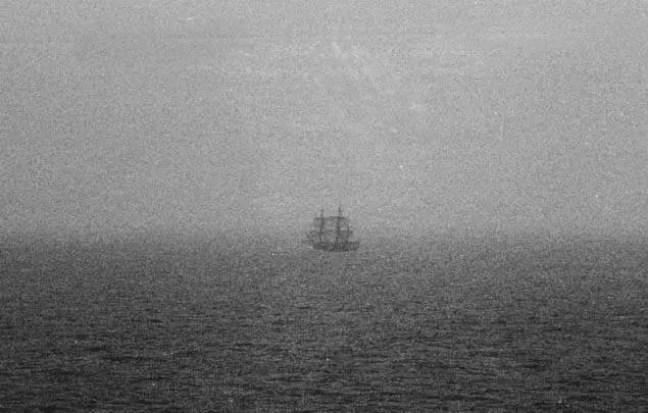 Em 1943, novamente na África do Sul, novamente em Cape Town, de uma de suas praias, quatro pessoas viram o Flying Dutchman navegando e desaparecendo atrás de uma ilha.