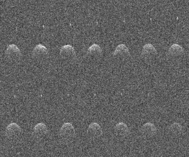 Quatorze imagens sequenciais de radar de Arecibo do asteróide próximo à Terra (65803) Didymos e sua lua, tiradas em 23, 24 e 26 de novembro de 2003.