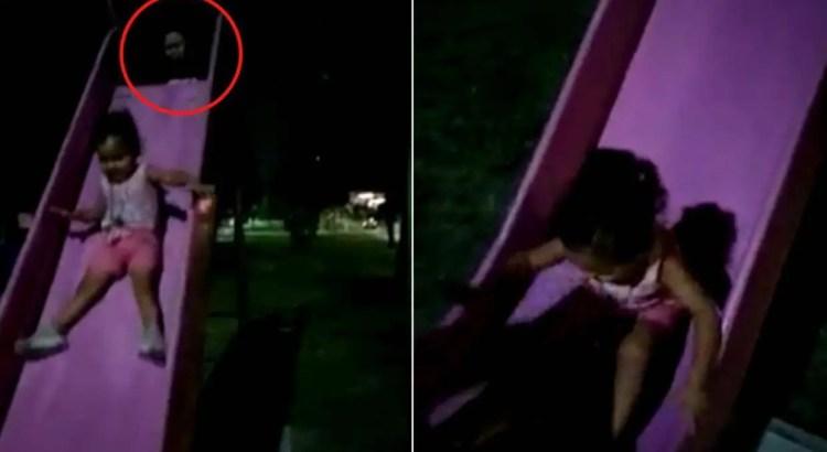 Uma mãe em choque depois de ver uma figura fantasmagórica empurrando sua filha por um escorregador.