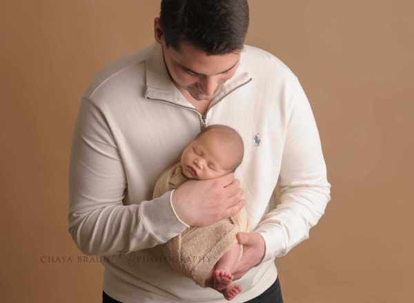 dad and newborn baby boy