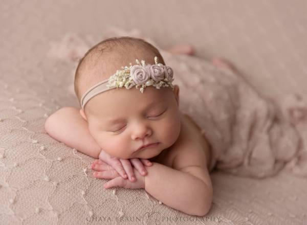5 week old sleeping newborn baby