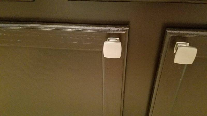 """We chose these square knobs for the doors and 2.5"""" pulls for the drawers."""