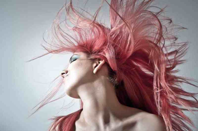 Dyeing your hair temporarily helps greasy hair. But it's not a permanent fix.