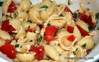Pasta with Fresh Tomatoes, Basil, Garlic and Cheese