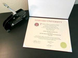 Harvard Style Fake Diploma in Diploma Cover with Embosser