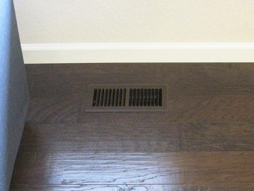 Pintando las rejillas de ventilaci n un color similar al del piso - Rejillas de ventilacion para banos ...