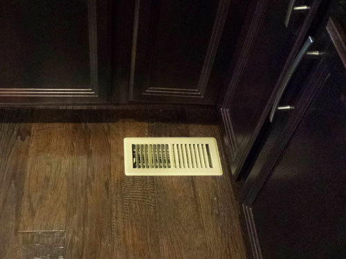 Spray painting kitchen air vent