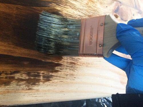 Staining wood desktop