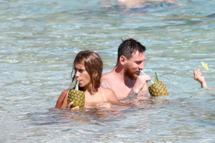 Lionel Messi Messing Around With Wife On The Caribbean Island Of St Bart's 15