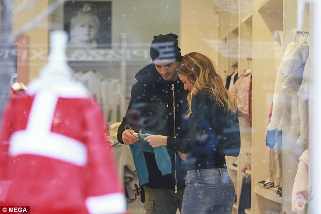 Alvaro Morata And Pregnant Wife Alice Campello Goes Shopping In London 12