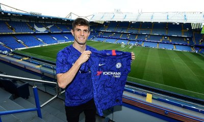 Christian Pulisic Poses In Chelsea Shirt After Completing £58m Move 6