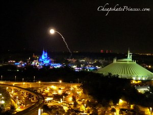 Top of the World Lounge fireworks, fireworks from Bay Lake Tower Resort, fireworks for Disney Moms, tips for viewing fireworks