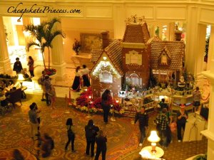 what is in the Grand Floridian Gingerbread House, gingerbread house, Disney gingerbread house, Grand Floridian Christmas decorations