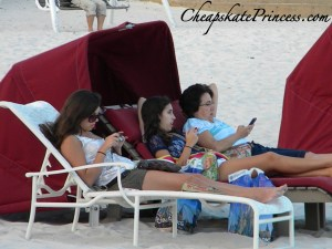 why you shouldn't talk on cell phones on vacation, avoid electronics on vacation, people on cell phones on vacation