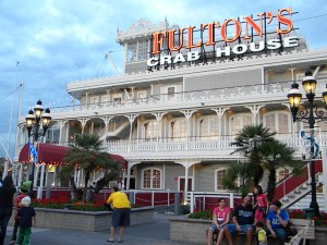 Best time to eat Dinner at Disney World, best time to eat lunch at Disney World, save money on food at Disney, how to save money on food at Disney, Fulton's Crab House