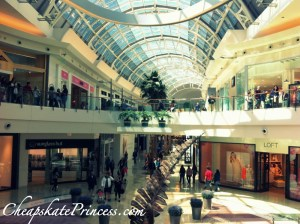 nice Orlando mall, cool shopping on vacation, free entertainment in Orlando