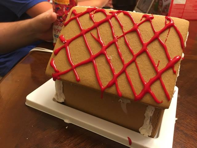 make a cute Christmas gingerbread house