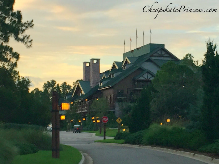 wilderness-lodge-at-christmas