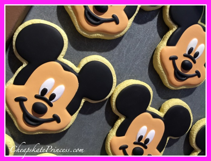 Disney World Mickey Mouse cookie magnet