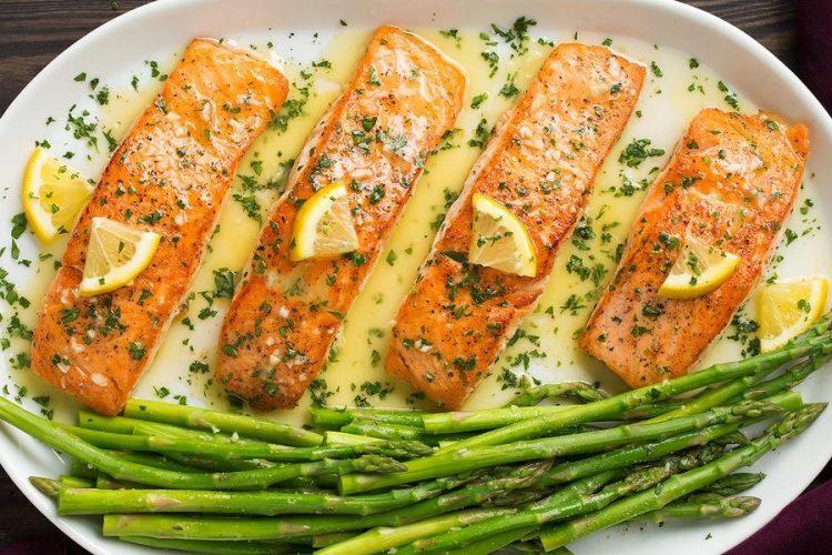 Salmon with steamed asparagus