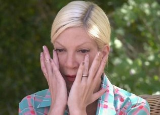 tori-spelling-crying-nail-art-2