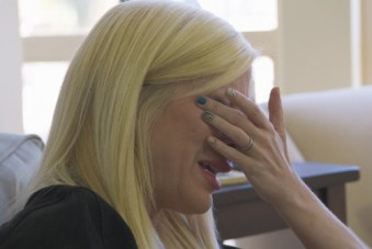tori-spelling-crying-nail-art